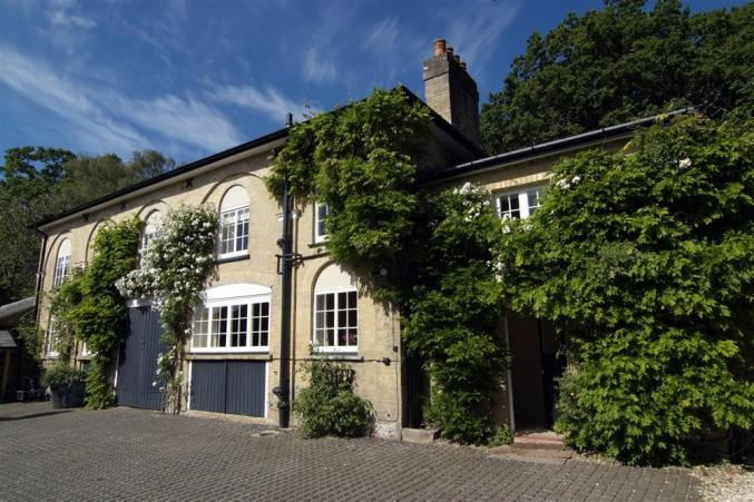 The Coach House a british holiday cottage for 8 in ,