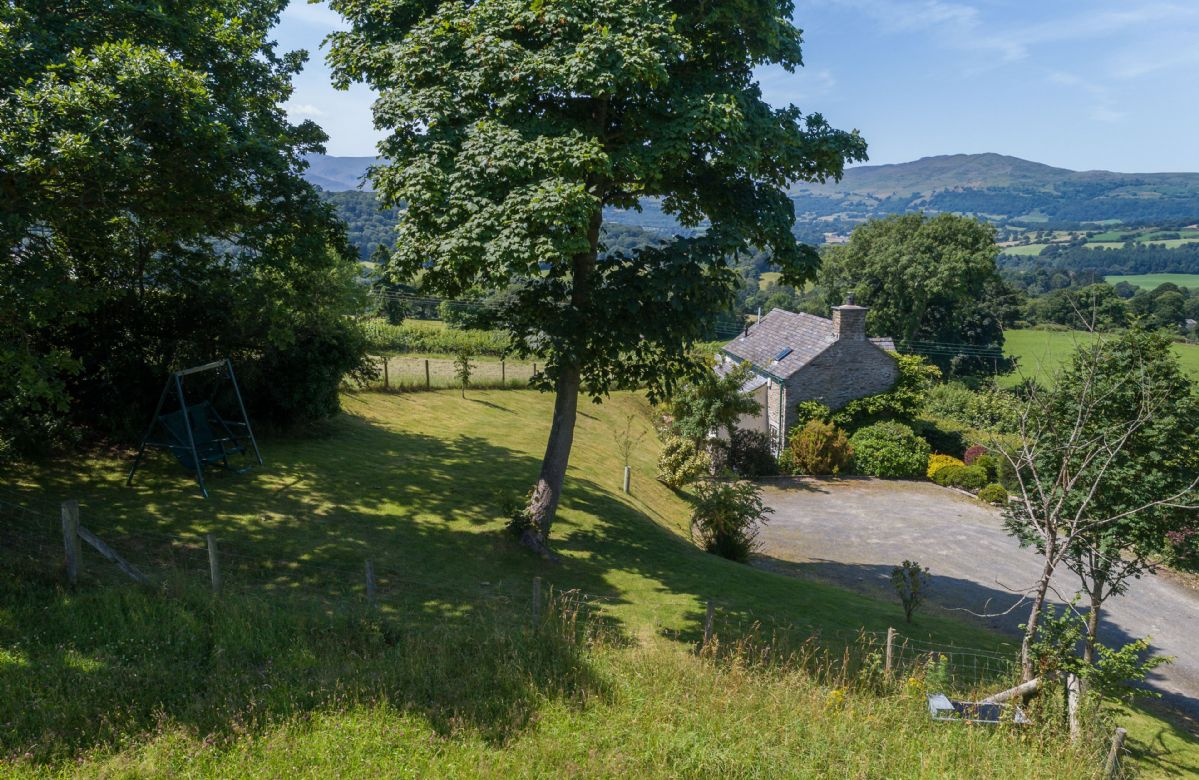 Ty Ucha'r Ffordd a british holiday cottage for 2 in ,