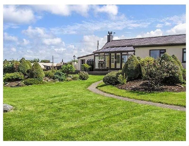 Llys Llywenan a british holiday cottage for 8 in ,