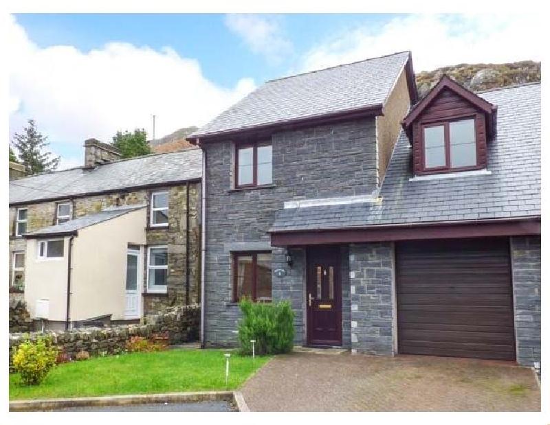 Bwthyn yr Ysgol a british holiday cottage for 6 in ,
