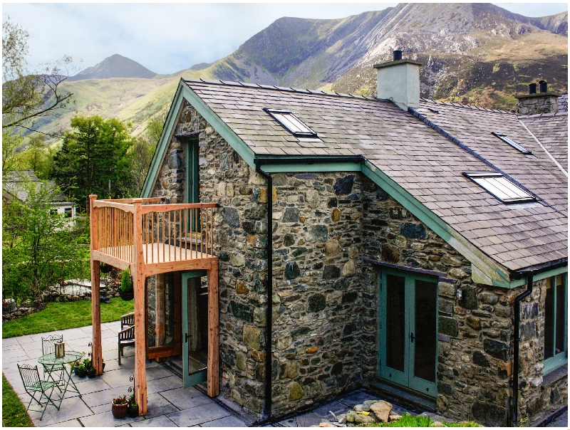 Ty Capel Saron a british holiday cottage for 12 in ,