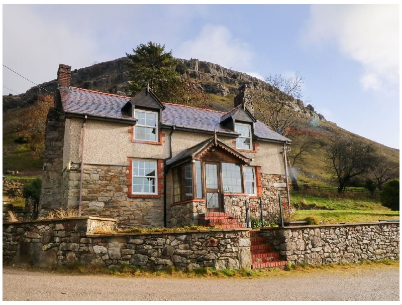 The Panorama Farmhouse a british holiday cottage for 8 in ,