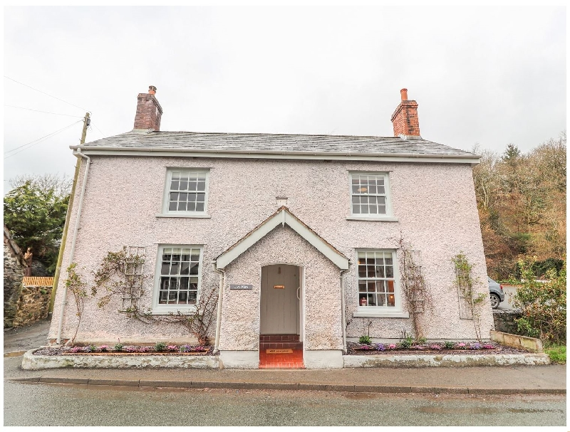 Llys Alaw a british holiday cottage for 8 in ,