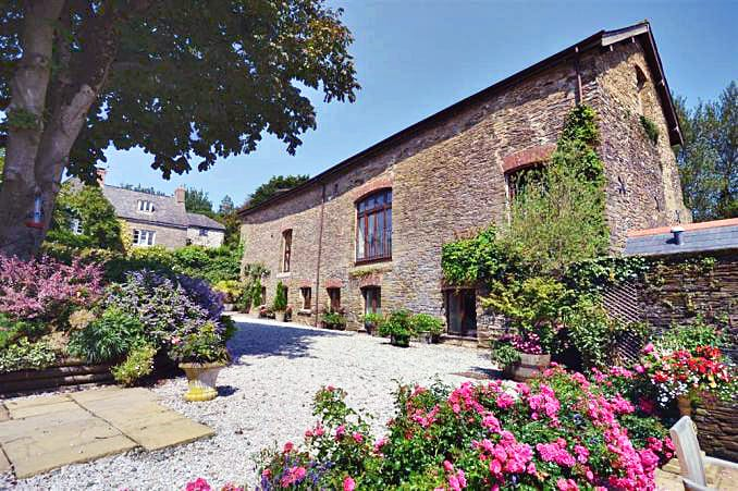 Easton Court a british holiday cottage for 12 in ,