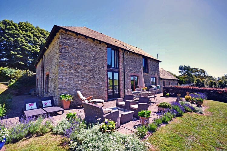 Auton Court a british holiday cottage for 9 in ,