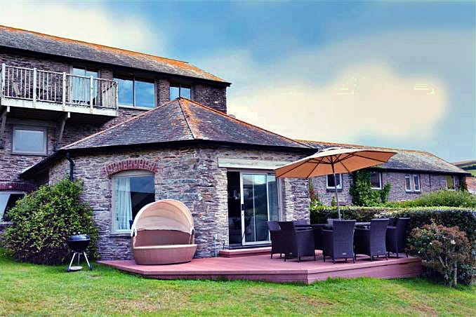 Round House, Court Barton a british holiday cottage for 8 in ,